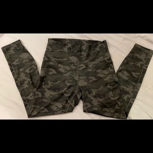 Fabletics POWERHOLD 7/8 leggings sz M